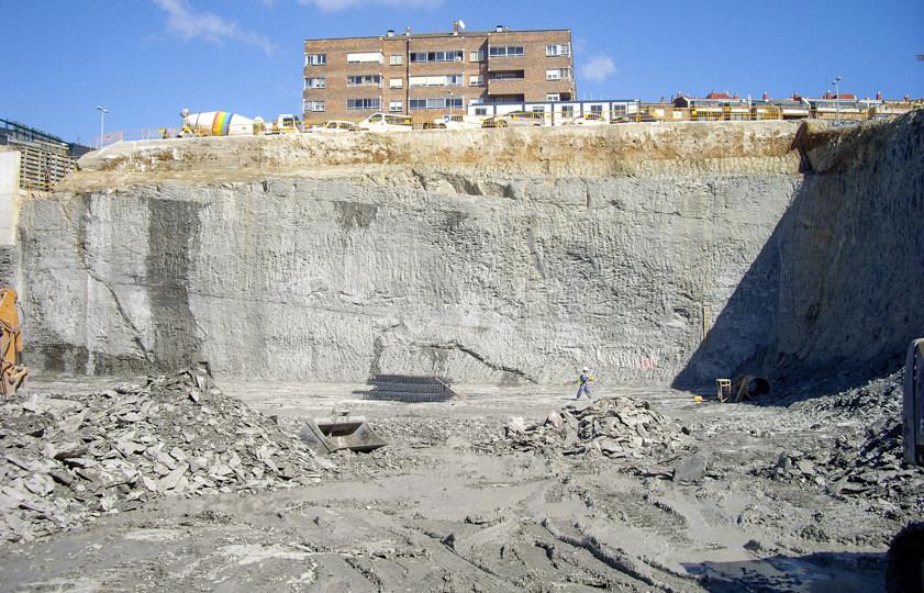 Excavación para el aparcamiento del área hospitalaria de Pamplona