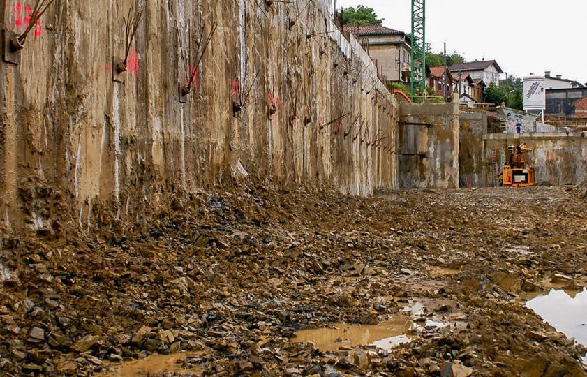 Muros de hormigon armado anclados en Tolosa